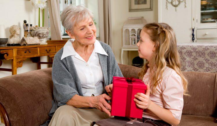 Топ лучших идей, что подарить внучке